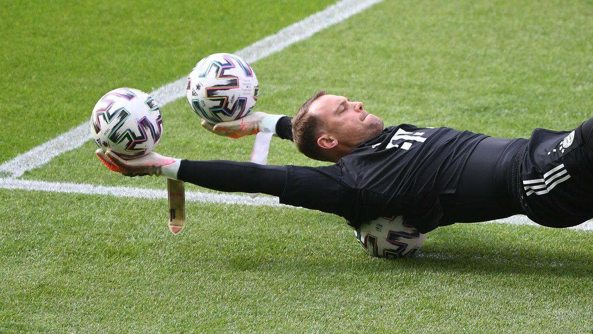 Manuel Neuer beim Training vor dem Pokalfinale in Berlin