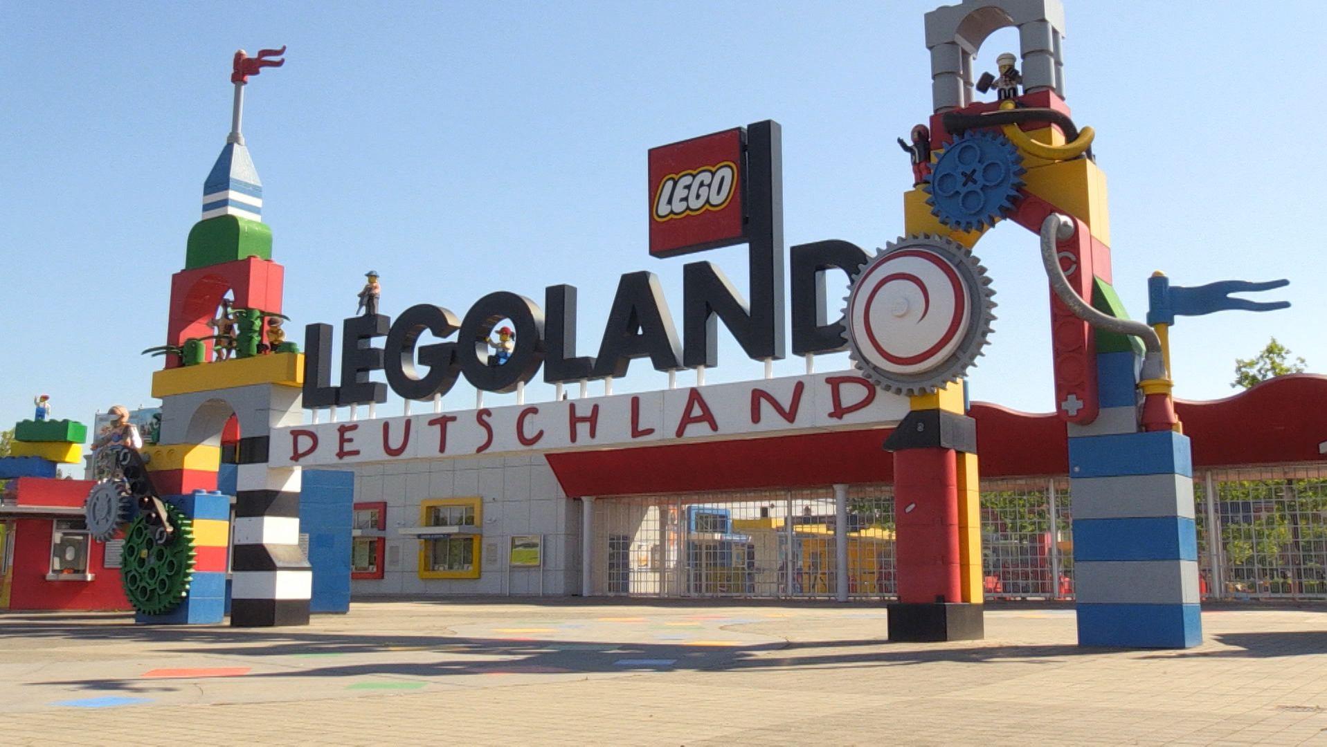 Der Eingang von Legoland Deutschland in Günzburg
