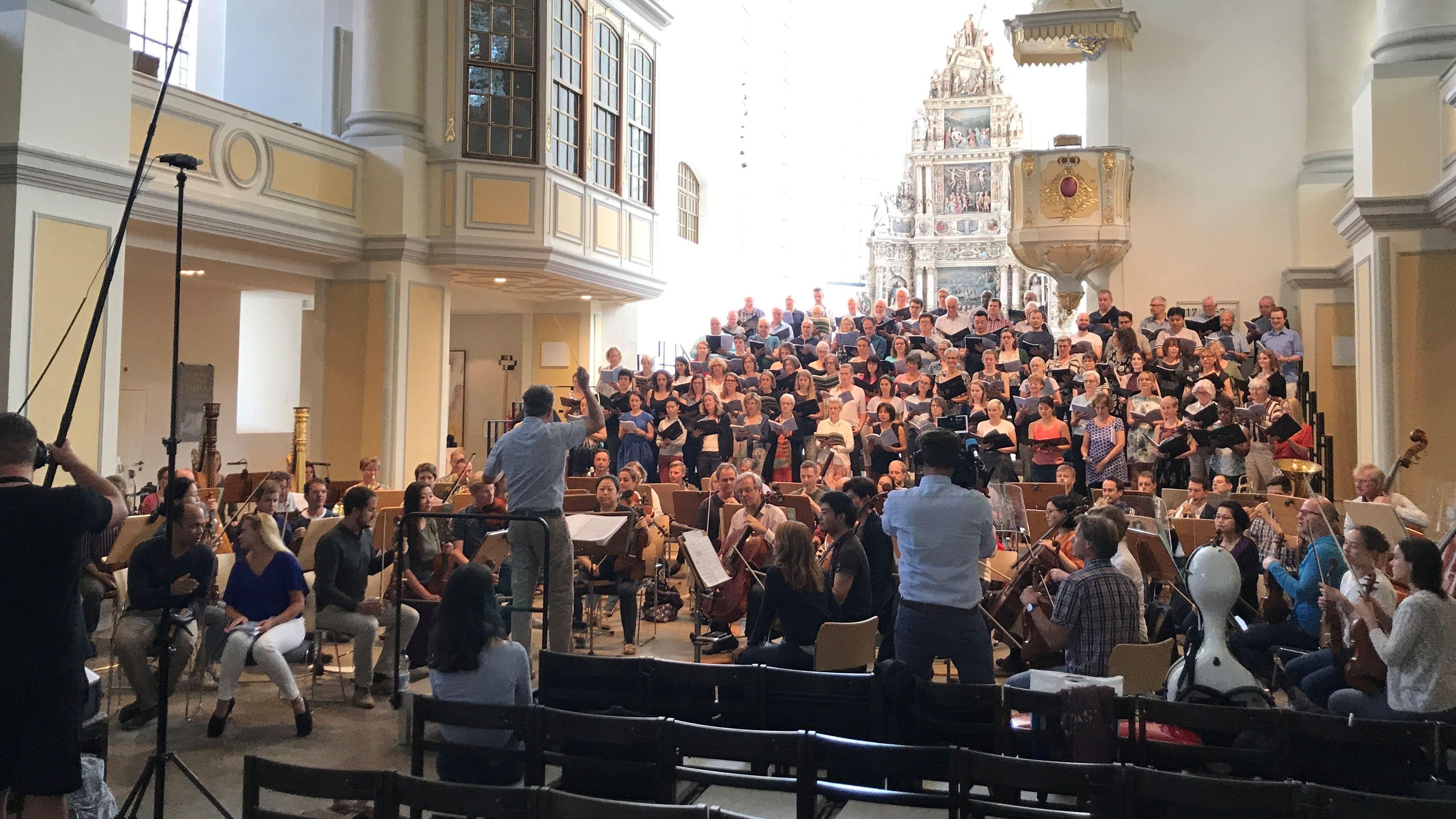 Chorprobe in einer Kirche