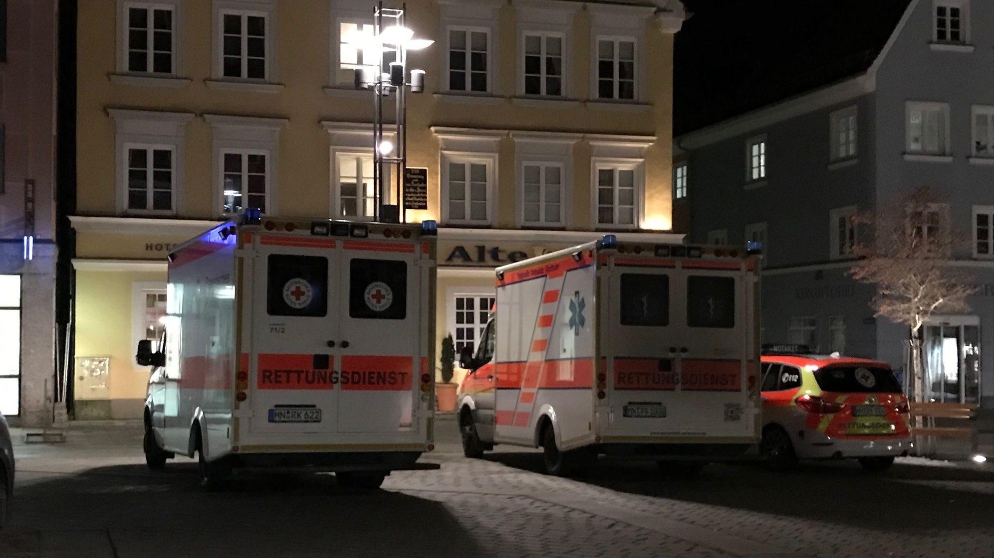 In der Altstadt von Mindelheim ist nach einer Bombendrohung ein Großeinsatz von Polizei, Rettungskräften und Feuerwehr im Gange.