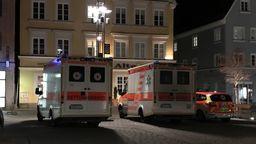 In der Altstadt von Mindelheim ist nach einer Bombendrohung ein Großeinsatz von Polizei, Rettungskräften und Feuerwehr im Gange. | Bild:BR/Markus Putz