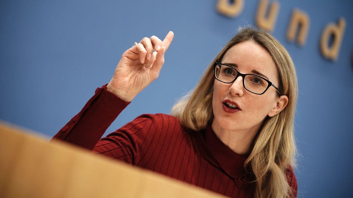 Alena Buyx, Vorsitzende des Deutschen Ethikrats, nimmt an einer Pressekonferenz teil.