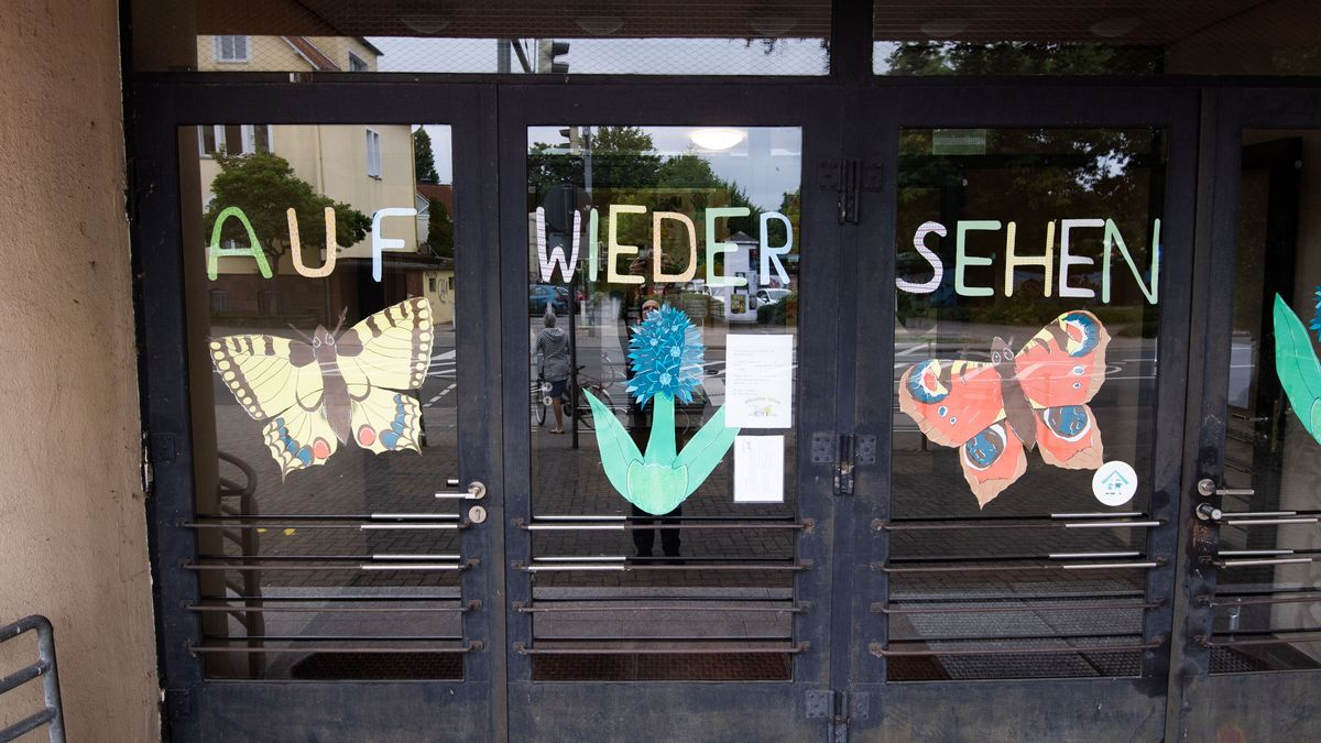 """Schriftzug """"Auf Wiedersehen"""" an der Altstädter Grundschule in Celle"""