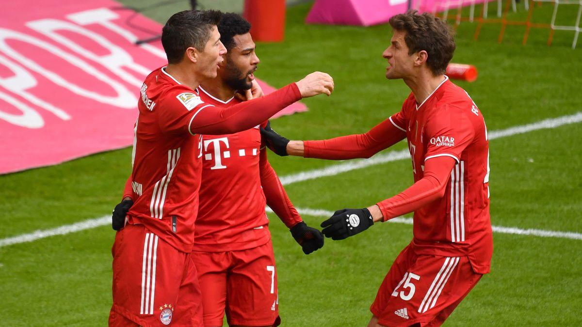 Jubelnde Spieler des FC Bayern