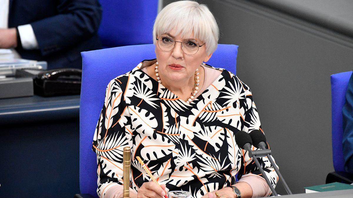 Die Grünen-Bundestagsabgeordnete Claudia Roth am 19.05.21 im Bundestag