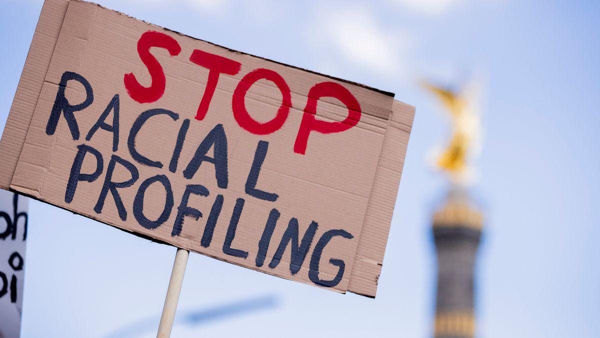 """Protest gegen """"Racial Profiling"""" in Berlin"""