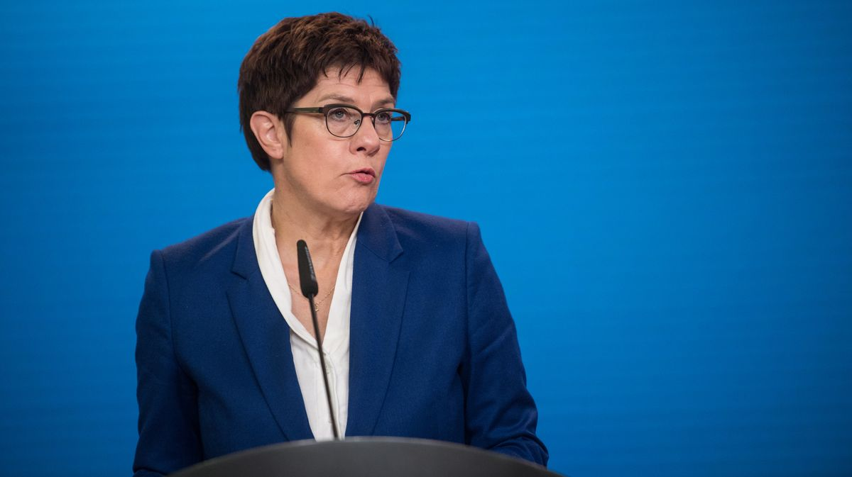 Annegret Kramp-Karrenbauer, Bundesministerin der Verteidigung, spricht im Auswärtigen Amt.