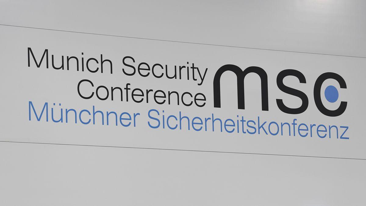 Logo der Sicherheitskonferenz im Pressezentrum der 56. Münchner Siko im Februar 2020.