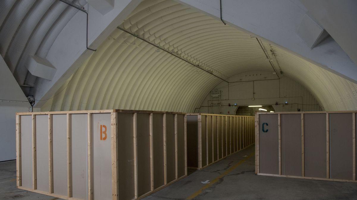 Zur Unterkunft umgebauter ehemaliger Flugzeug-Shelter in der Anlage Warteraum Erding für ankommende Asylsuchende.