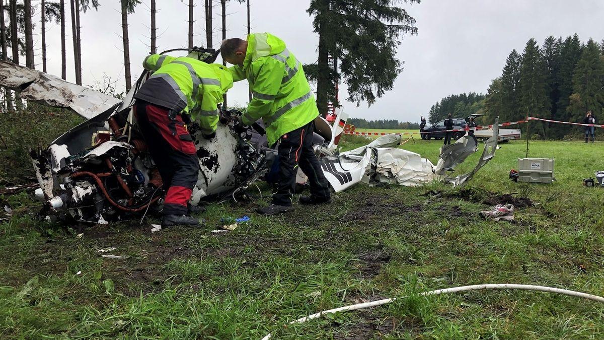 Gutachter untersuchen Flugzeugwrack