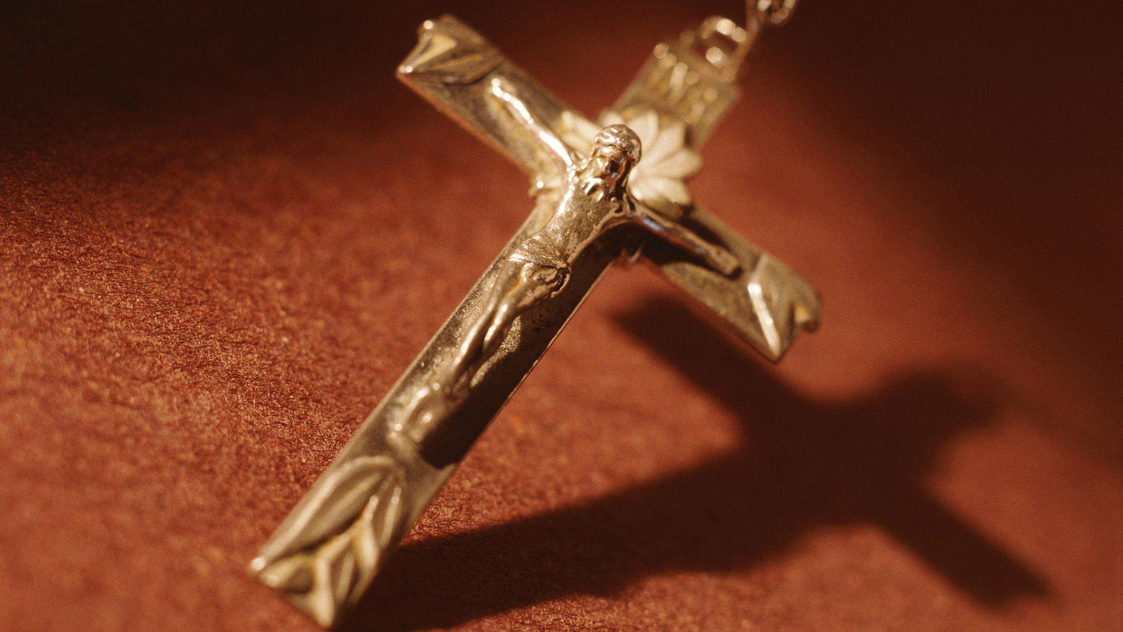 Kreuz an Kette