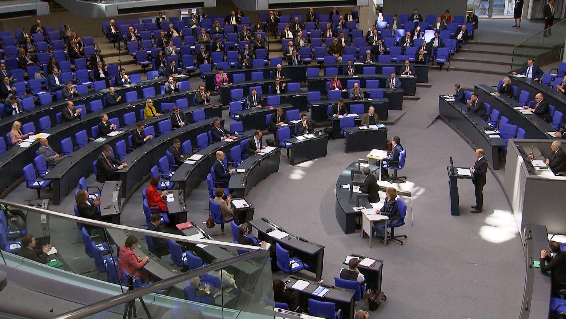 Der Bundestag beschloss heute einen 156 Milliarden Euro großen Nachtragshaushalt, um die Folgen der Corona-Krise abfedern zu können.