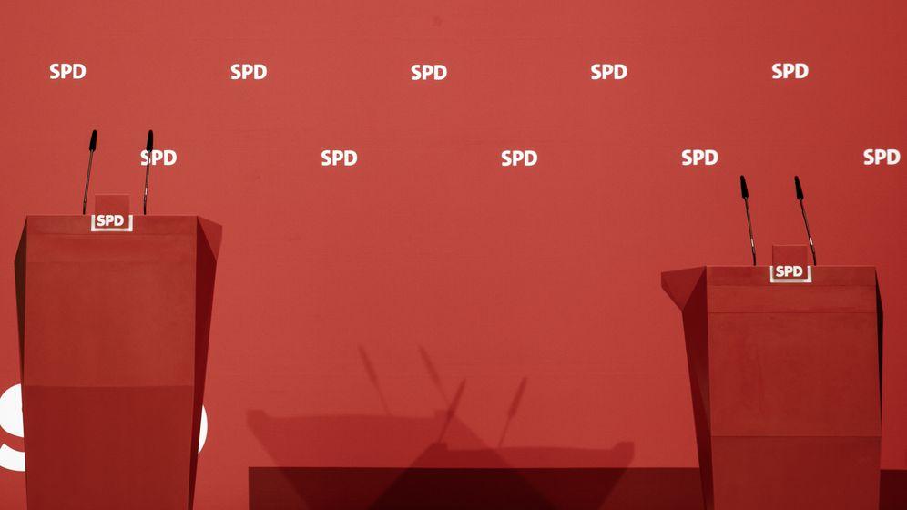 Rednerpulte im Willy-Brandt-Haus, dem Sitz der SPD. | Bild:picture alliance/dpa(Carsten Koall