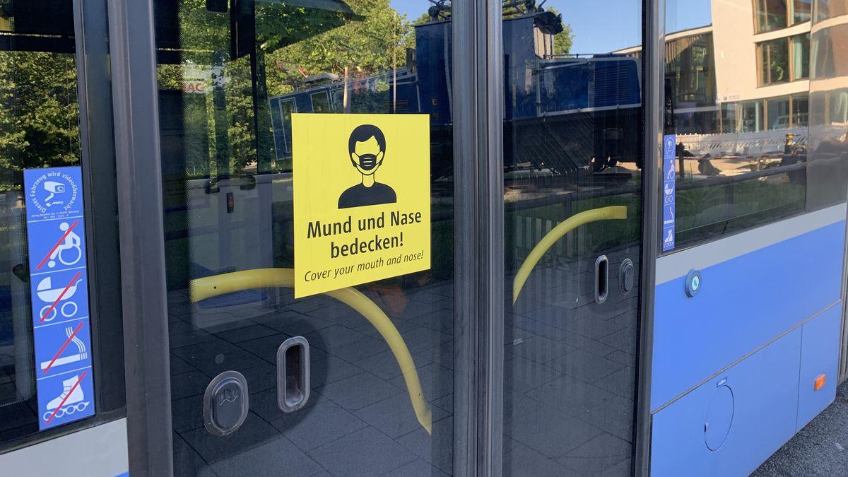 Heute kommt es in der Oberpfalz zu einer Kontrollaktion der Polizei zur Einhaltung der Maskenpflicht im ÖPNV.