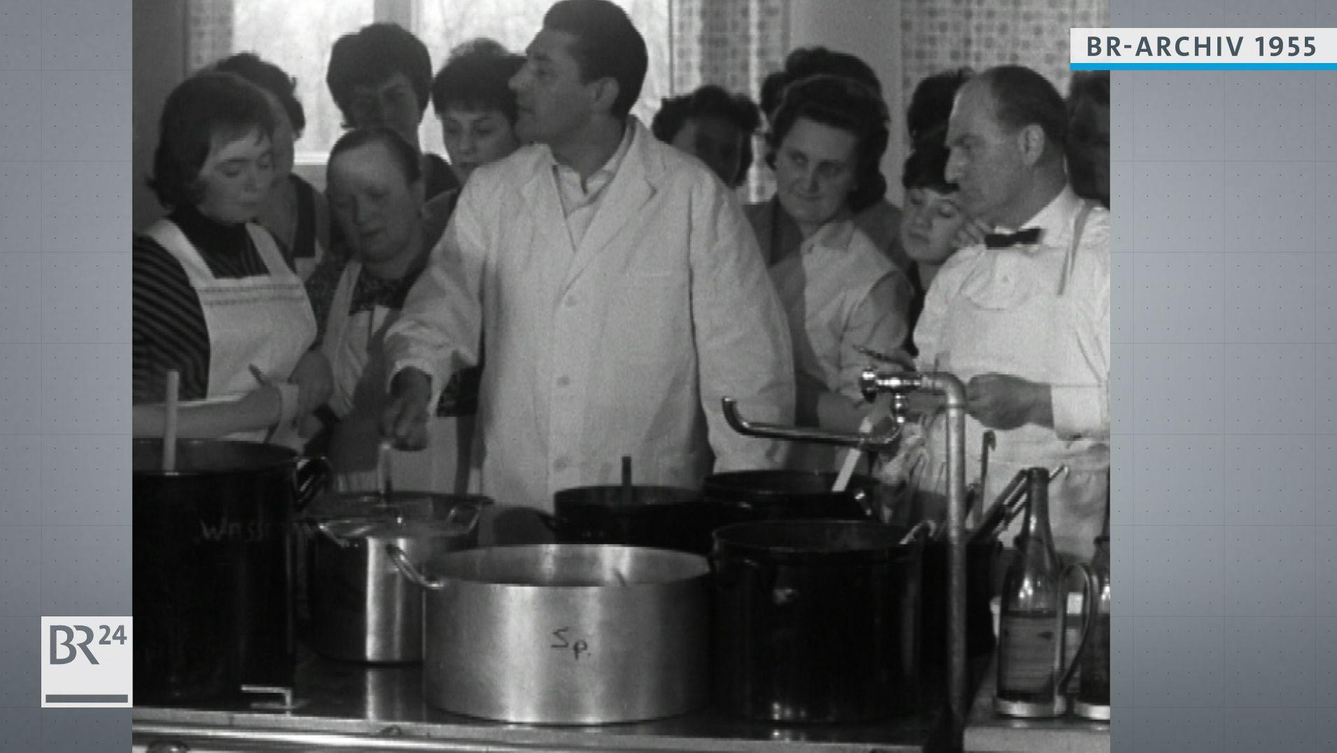 Koch mit Schülern