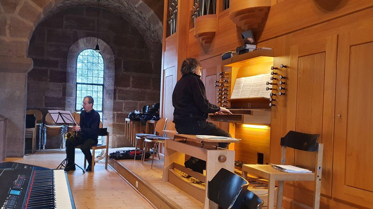 Rummelsberger Gemeinde mit Musikern bei Gottesdiensten
