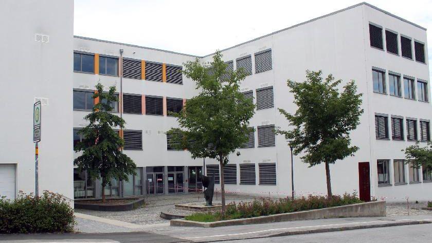 Die Mittelschule in Vilshofen wird bis Ende des Schuljahres geschlossen. Es gibt  neue Corona-Infektionen.