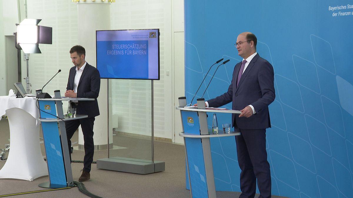 Bayerns Finanzminister Albert Füracker (CSU) stellt die aktuelle Steuerschätzung vor.