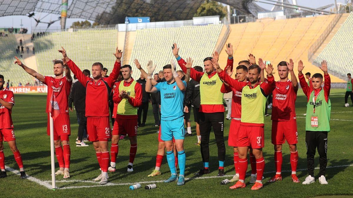 Türkgücü-Spieler nach dem Arbeitssieg gegen Wehen-Wiesbaden