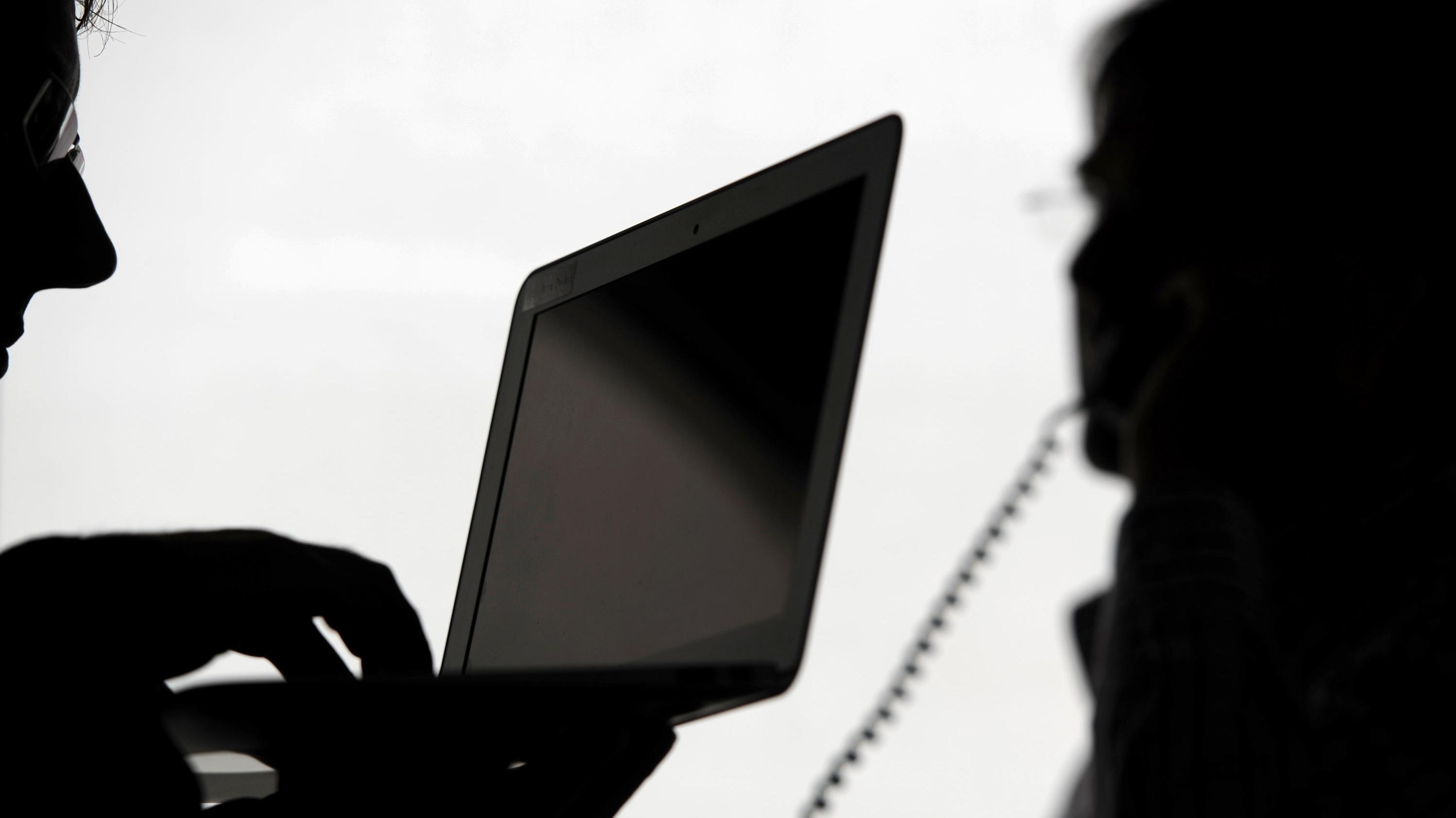 Symbolbild: E-Mail- und Telefonüberwachung