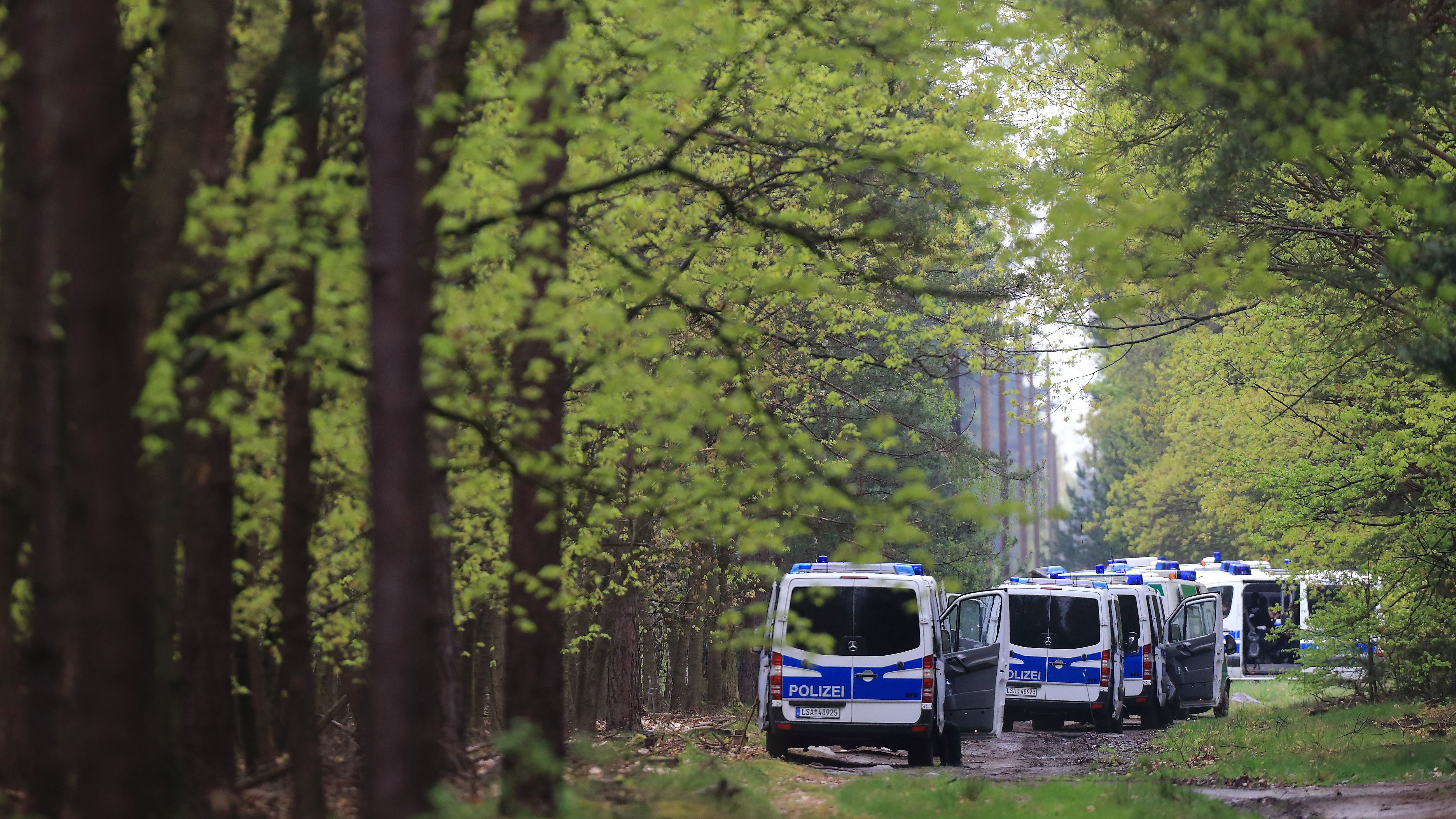 Symbolbild: Suche der Polizei im Wald