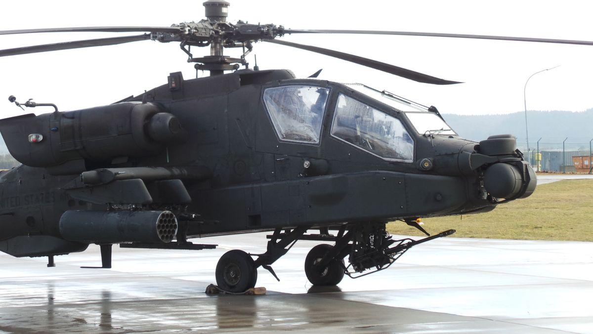 Ein US-Hubschrauber auf einem Stützpunkt in Franken