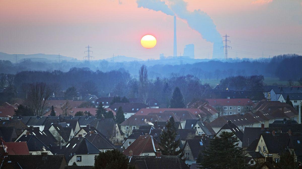 Wohnsiedlung mit Kraftwerk