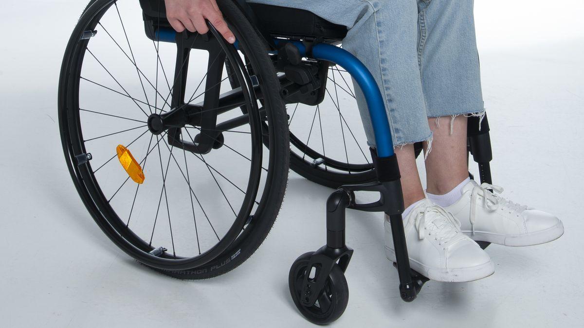 Mädchen im Rollstuhl (Symbolbild)