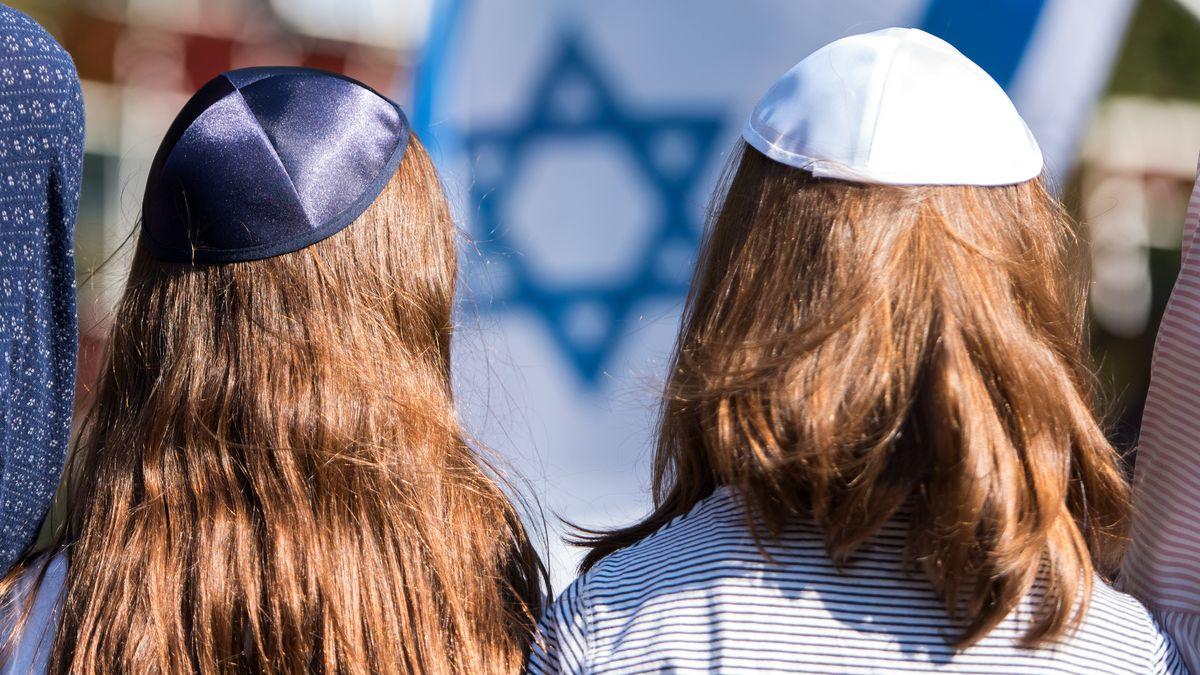 Jüdische Jugendliche bei einem jüdischen Fest (Symbolild)