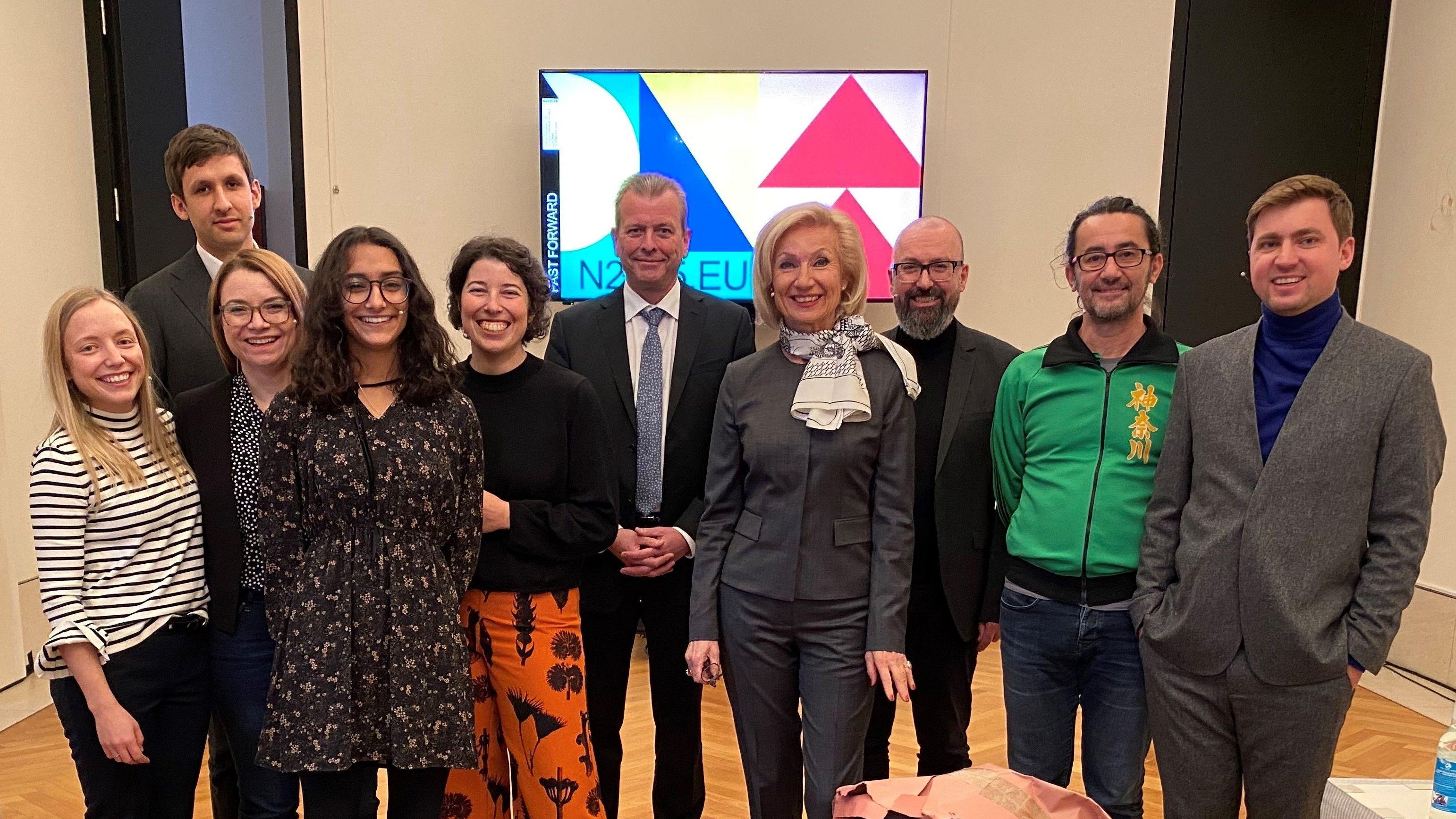 Die Nürnberger Delegation, die in Berlin für Nürnberg als Europäische Kulturhauptstadt 2025 wirbt.