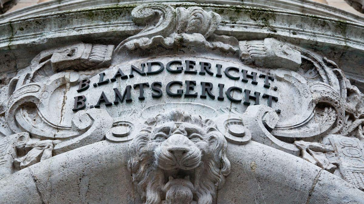 Prozess in Schweinfurt: Frau soll Baby nach Geburt getötet haben