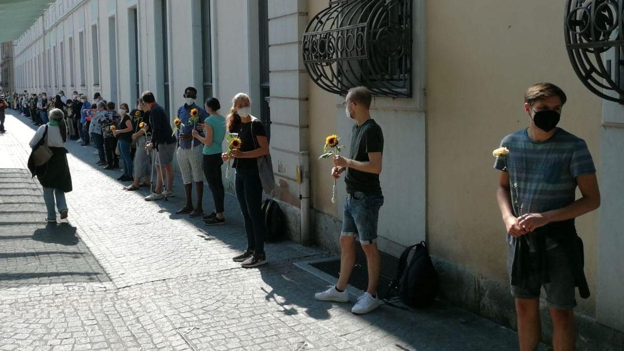 Nach Messerangriff in Würzburg: Gedenken mit Menschenkette