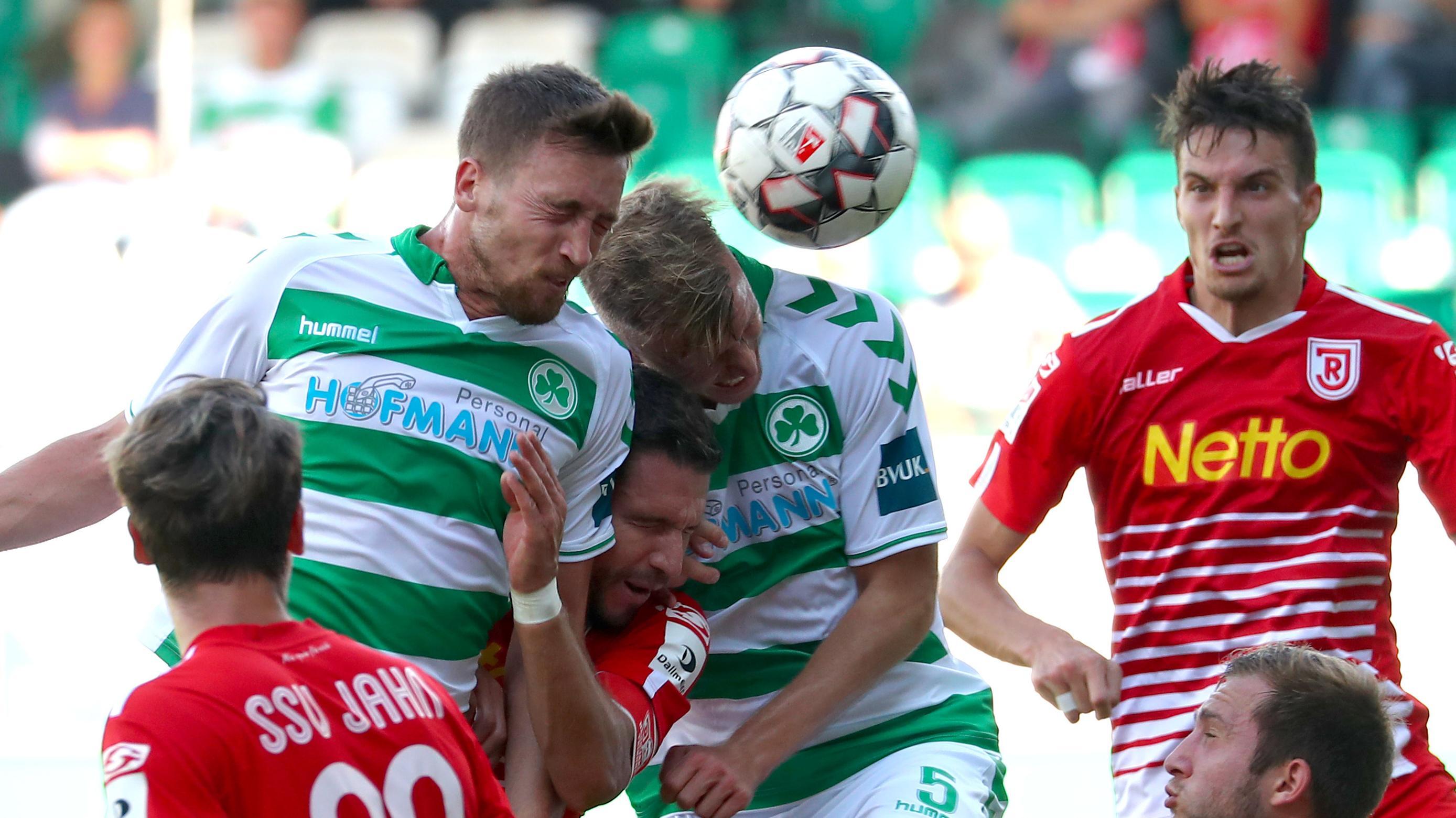 Spielszene Greuther Fürth - SSV Jahn Regensburg