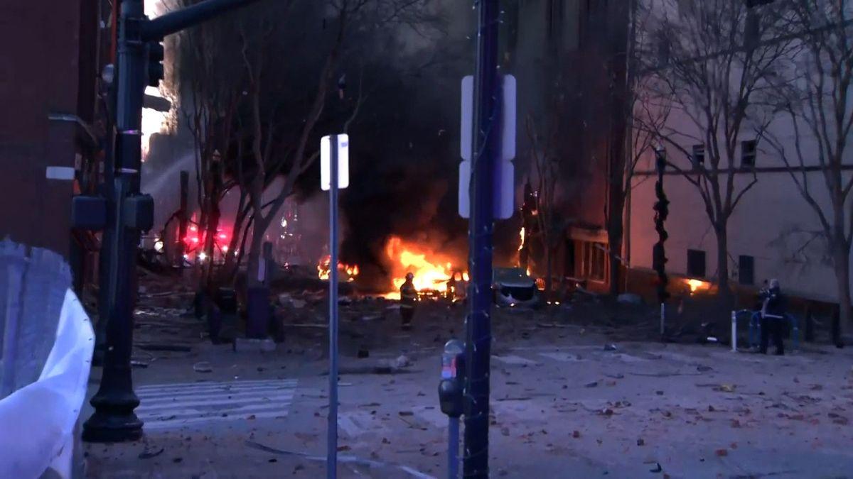 Im Zentrum der US-Stadt Nashville ist ein Wohnmobil explodiert. Drei Menschen wurden verletzt und in Krankenhäusern behandelt.