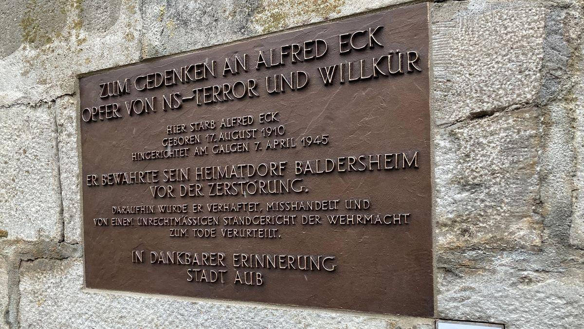"""Gedenktafel für Alfred Eck mit der Aufschrift """"Zum Gedenken an Alfred Eck Opfer von NS-Terror und Willkür"""""""