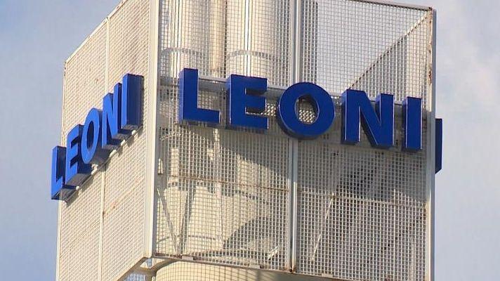 Firmenschild des Autozulieferers Leoni