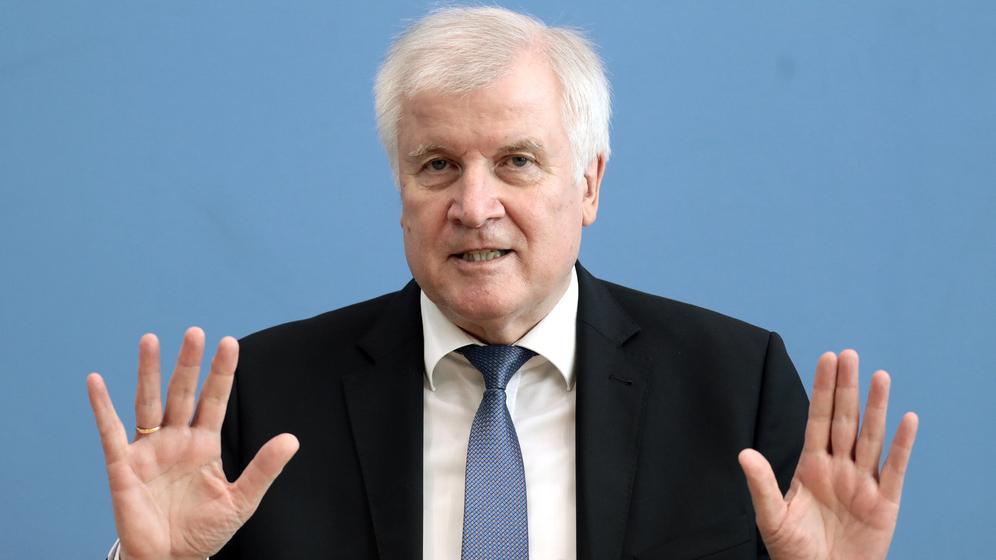 Horst Seehofer in der Bundespressekonferenz in Berlin | Bild:dpa-Bildfunk/Kay Nietfeld