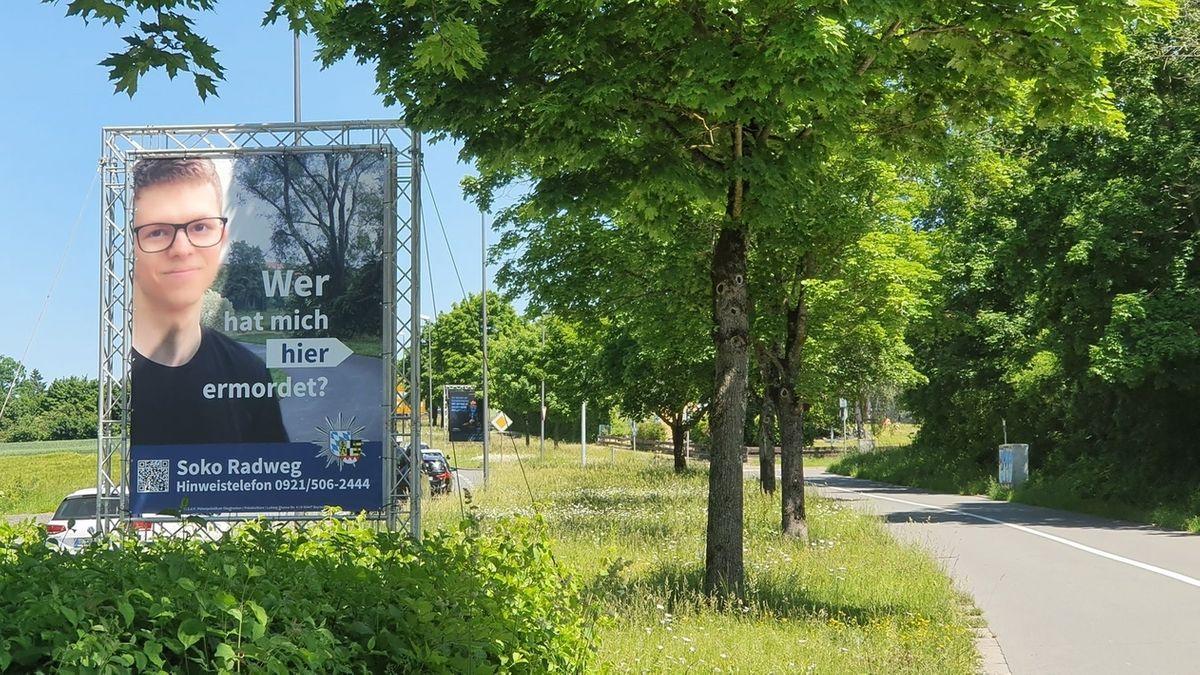 Mit einem Plakat sucht die Polizei in Bayreuth nach dem Mörder von Daniel W..
