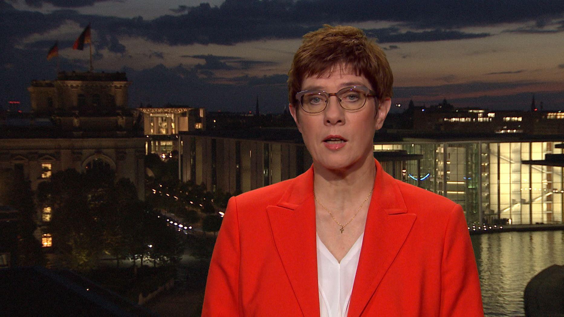 Verteidigungsministerin Kramp-Karrenbauer fordert in einem Interview mit den tagesthemen eine international kontrollierte Sicherheitszone in Nordsyrien. Europa könne angesichts der Krise nicht mehr Zaungast sein, sagte sie