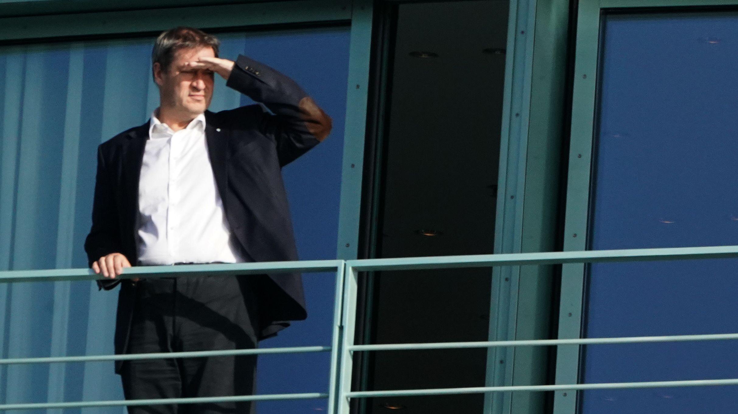 Markus Söder beim Treffen des Koalitionsausschusses im Kanzleramt auf dem Balkon.