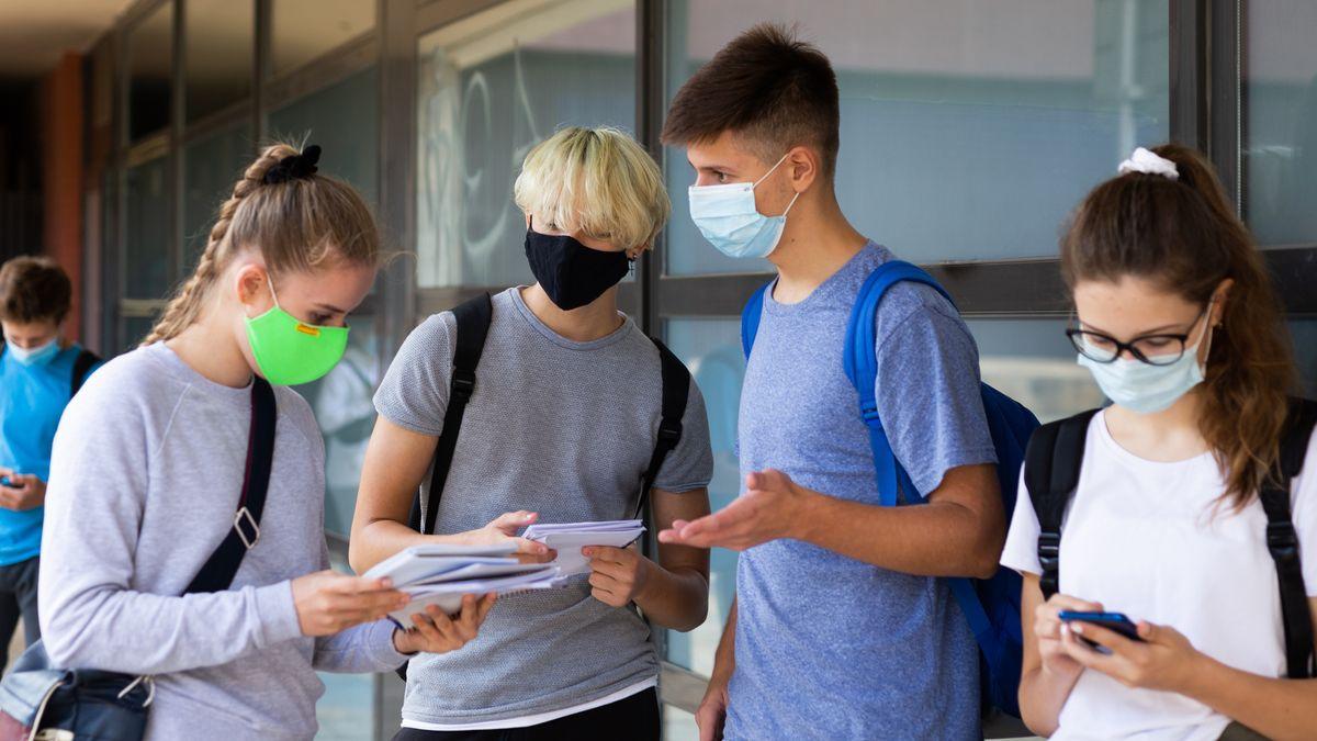 Schüler mit Corona-Masken