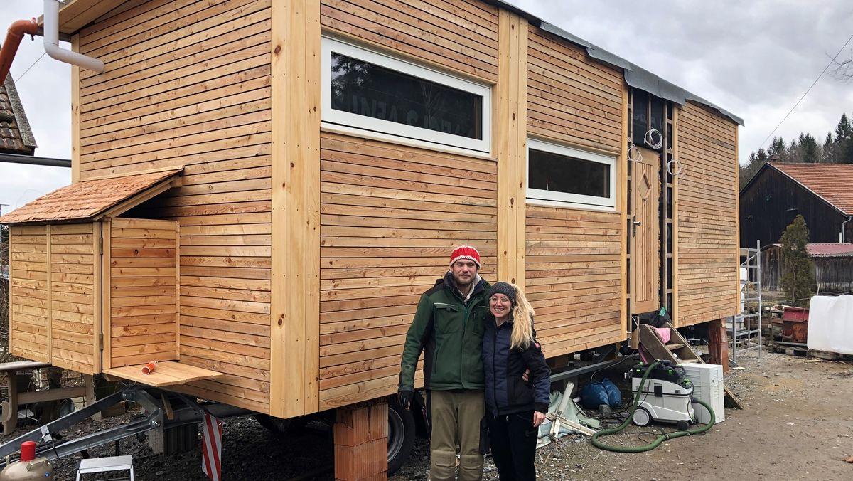 Christina Schober und Dominik Maimer bauen ein Tiny House auf Rädern