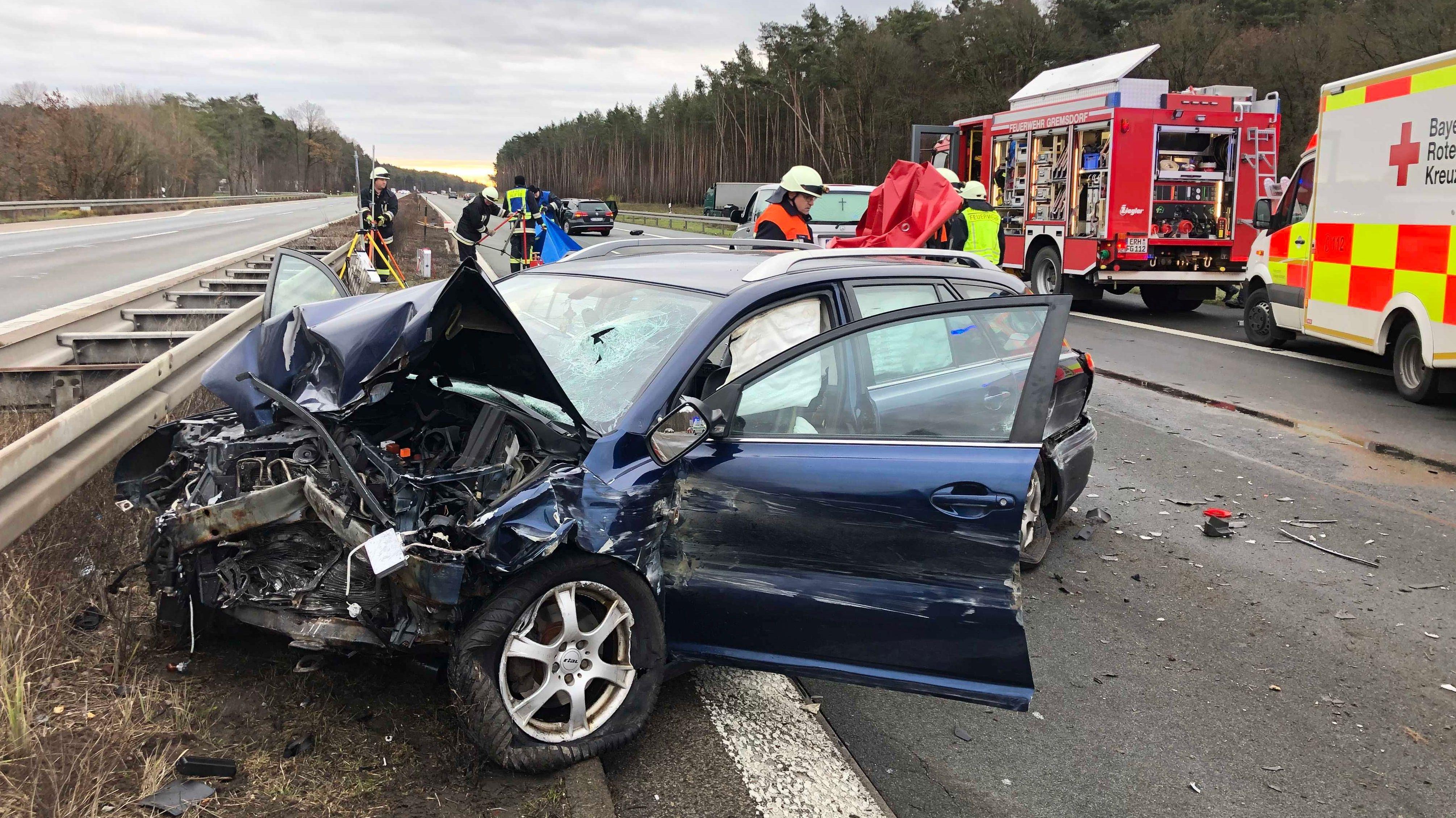 Eins der Unfallfahrzeuge auf der A3 bei Erlangen