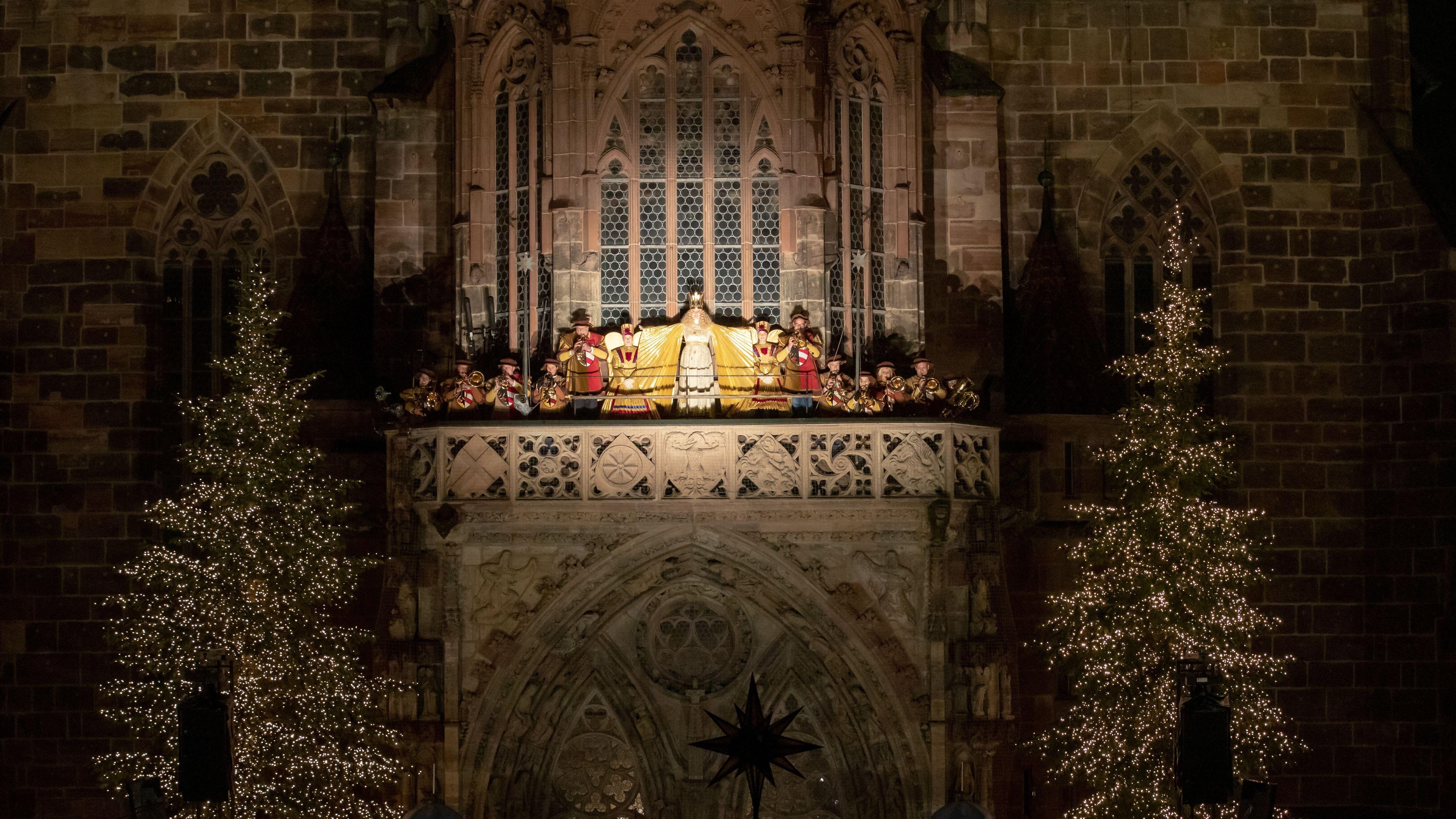 Die Eröffnung des Nürnberger Christkindlesmarktes von der Empore der Frauenkirche aus.