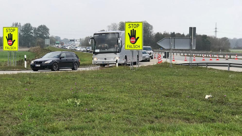 Stau auf der A8 wegen Autobahnsperrung | Bild:BR/Christine Haberlander