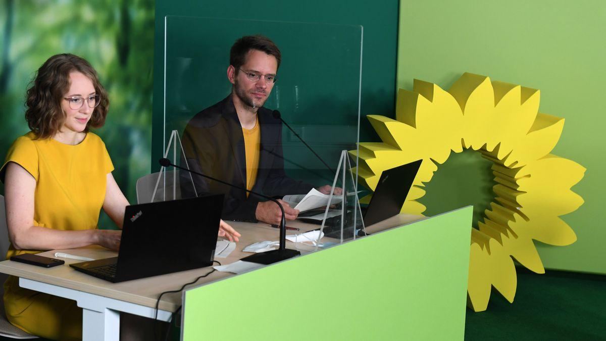 Die beiden Landesvorsitzenden der bayerischen Grünen Eva Lettenbauer und Thomas von Sarnowski bei digitalen kleinen Parteitag