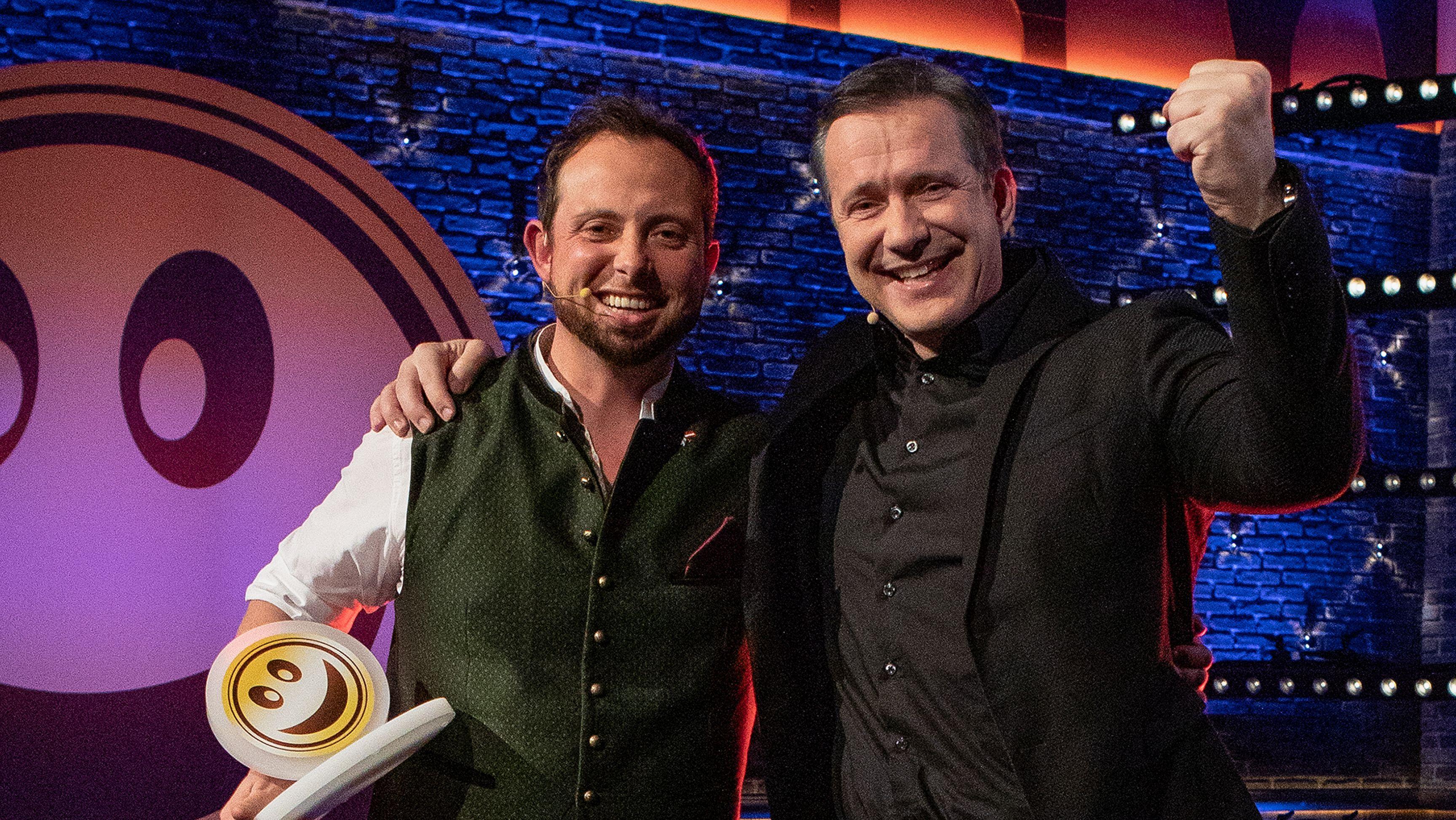 Gewinner Alfons Doppelhammer mit Gastgeber und Moderator Alexander Herrmann