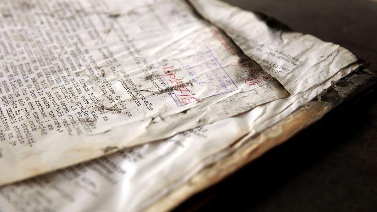 Ein angebranntes Manuskript, das aber aus dem Feuer gerettet werden konnte.