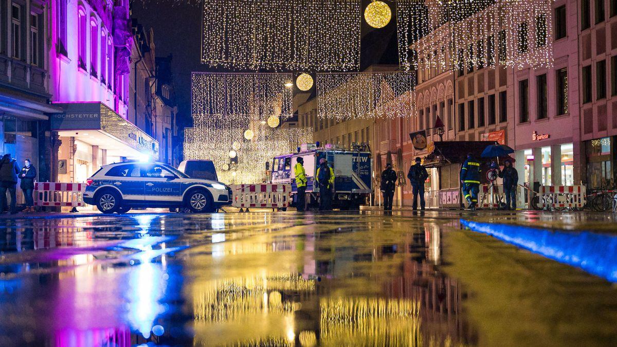 Polizisten am Abend in Trier