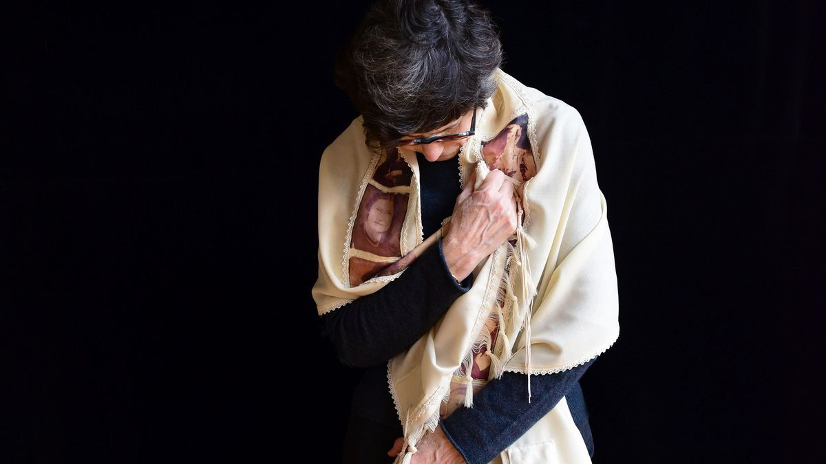 Frau mit Gebetsschal, Tallit.
